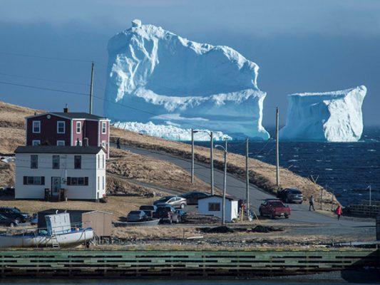 Iceberg sorprende a Canadienses