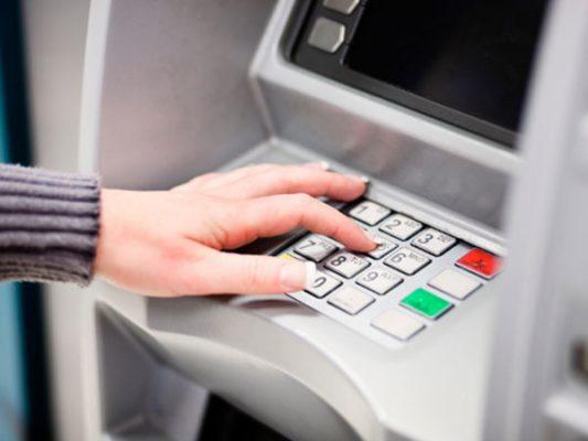 Recomiendan precaución al retirar dinero de Bancos