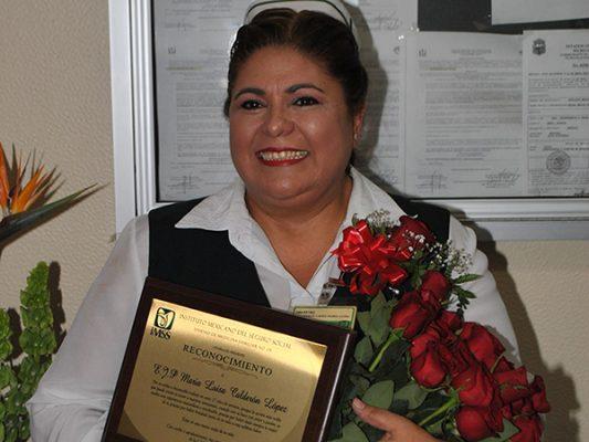 Festeja jubilación María Luisa