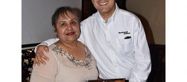 Celebran jubilación de Teresa Medina