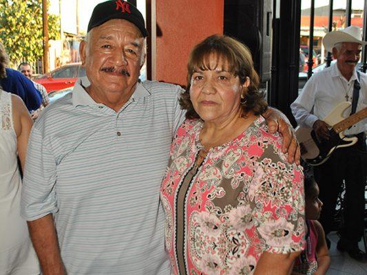 La familia Miramontes festeja a sus mamás