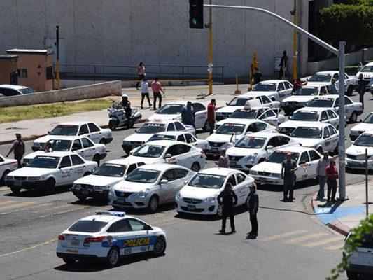 Todo sobre el bloqueo de vialidades por taxistas el día de ayer
