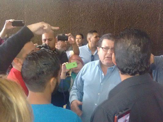Se manifiesta Mexicali Resiste en el Ayuntamiento