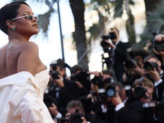 El escote de Rihanna, fue más visto que las películas en Cannes