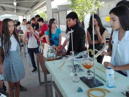 Alumnos de la Fora #3 muestran proceso de destilación de alcohol