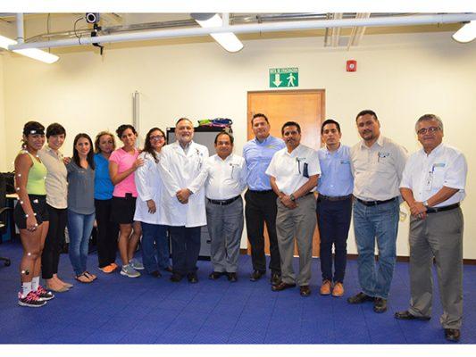 Doctores visitan el Laboratorio de Biomecánica