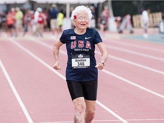 Julia 'Huracán' Hawkings logra récord mundial a los 101 años