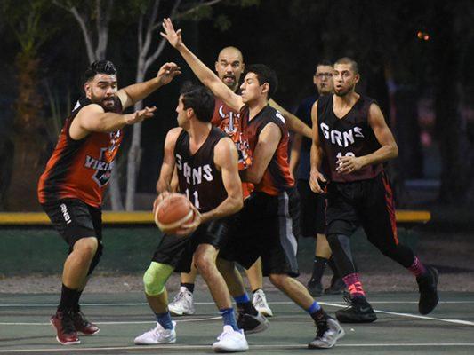 Los Pitbulls derrotaron 53-40 a los Drunkers en la Abierta varonil del Torneo Uninvitaver de Baloncesto
