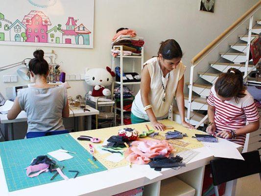Entregan un taller de costura comunitario