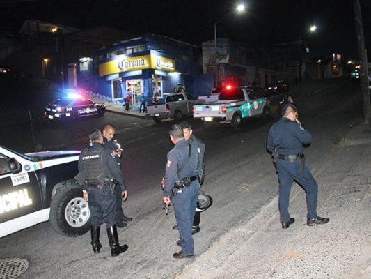 Atacan a policías municipales