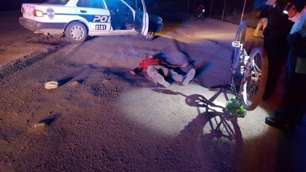 Grave sexagenario ciclista impactado por auto fantasma