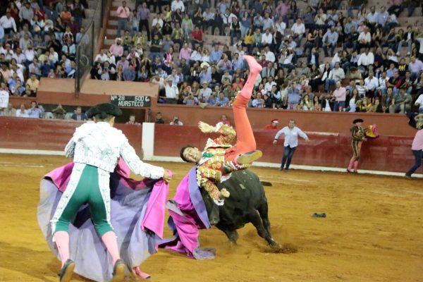 Sergio Flores evoluciona a favor tras terrible cornada