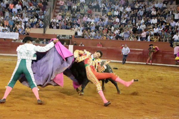 Se reporta estable el matador Sergio Flores