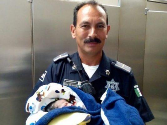 En Ensenada nace bebé en baño de gasolinera