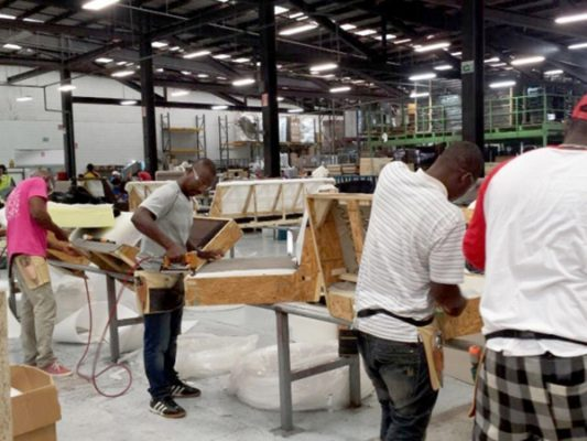Minisalario pagan a haitianos por jornada larga