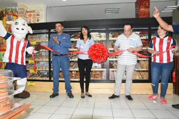 """Inaugura """"Superchivas"""" Aviación la sexta panadería en Mexicali"""