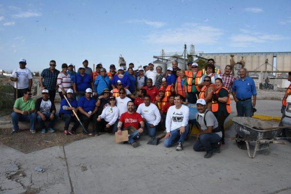 Realizan gobierno y asociaciones civiles limpieza de López Mateos