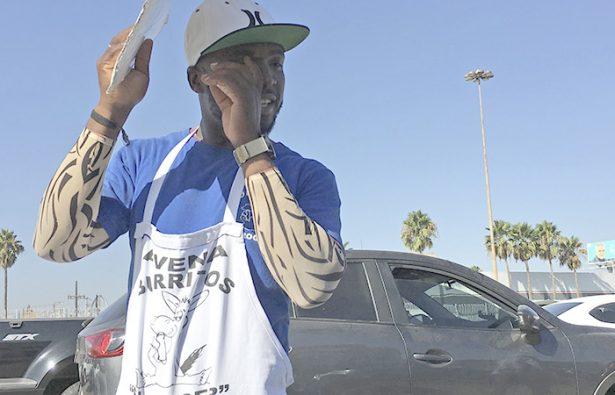 70914072. Tijuana, 14 Sep. 2017 (Notimex-Eduardo Jaramillo).- Misael es un migrante haitiano que, al igual que muchos de sus compatriotas, arribó a esta ciudad con la ilusión de cruzar la línea fronteriza hacia Estados Unidos y cumplir el llamado sueño americano, quien mantiene el optimismo. NOTIMEX/FOTO/EDUARDO JARAMILLO/EJC/HUM/MIGRA16/FRONTERA17