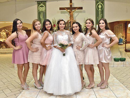 La quinceañera y sus damas de honor.