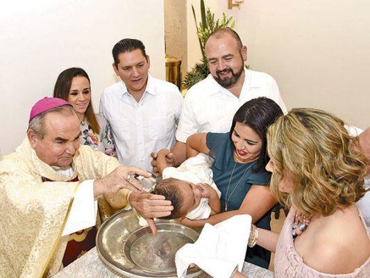Recibe bautismo Gerardo Esquer