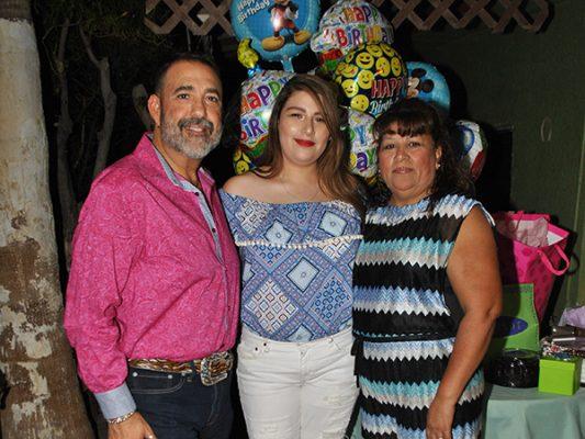 Vianey Garza cumple años