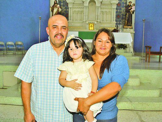 La recién la bautizada y abuelitos.