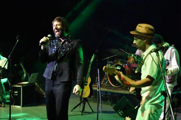 Crea euforia psicodélico performance de Adán Jodorowsky