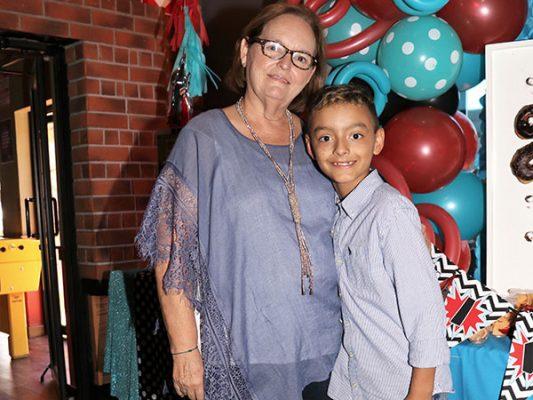 El festejado y abuelita.