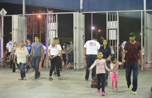 GALERÍA: Aprovechan cachanillas entrada gratuita en Fiestas del Sol