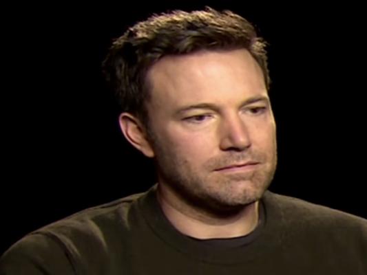 """Ben Affleck se disculpa y responde por """"manosear"""" a Hilarie Burton"""