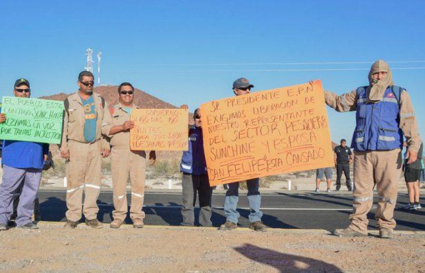 Pescadores toman carretera San Felipe