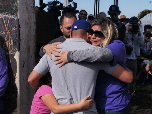 Feliz encuentro de familias en el muro