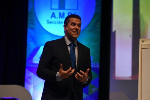 Marco Antonio Regil cambia la tele por los negocios