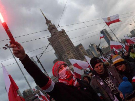 Toman 60 mil neonazis Varsovia para conmemorar la Independencia polaca