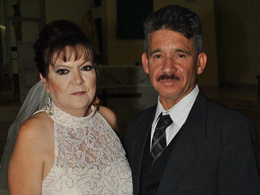 Celebran aniversario Ernestina y Martín