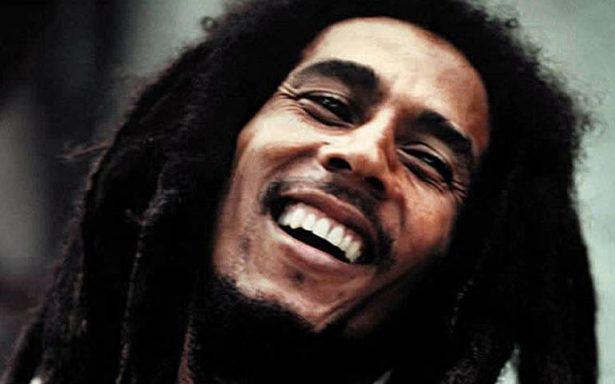 Restauran estatua de Bob Marley tras ser vandalizada, en Chetumal