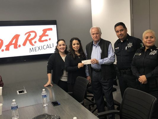 Recibe donación DARE