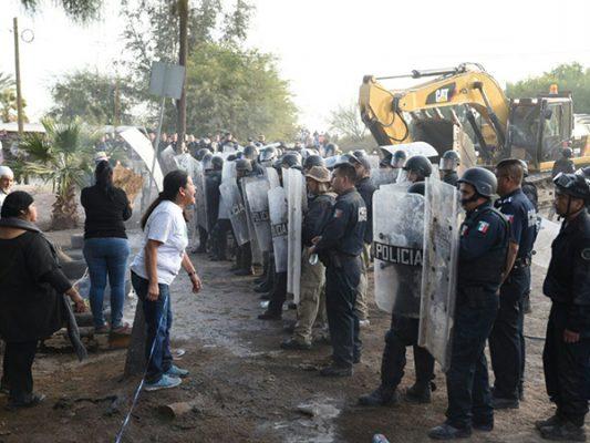 Manifestantes arman otro zafarrancho
