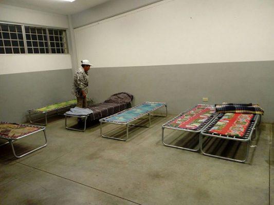 Visitan mujeres refugio temporal