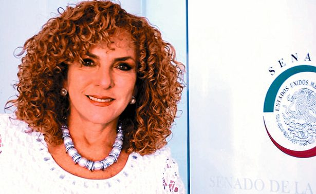 """Senadora pide""""cancelación de membresía"""" al PRD; busca sumarse a AMLO"""