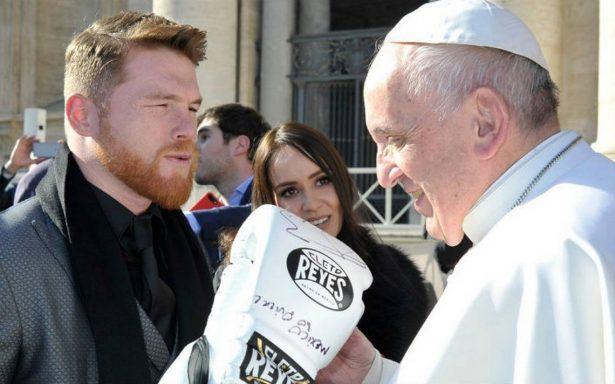 'Canelo' se encuentra con el Papa en su viaje por Europa