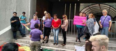 Pide LGBT que comparezca el Bronco por racismo