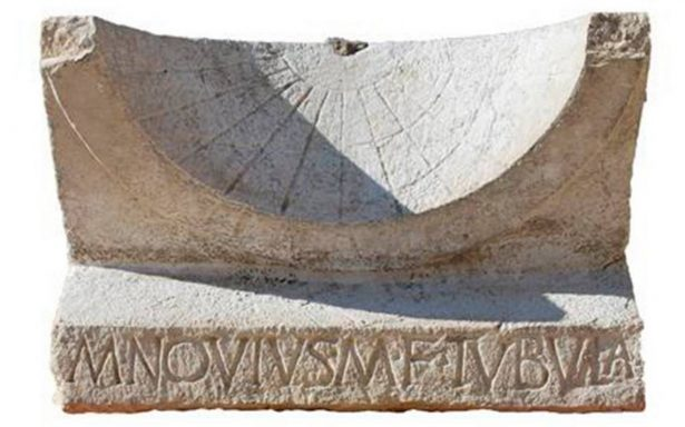 Encuentran en Italia reloj solar de 2 mil años ¡intacto!