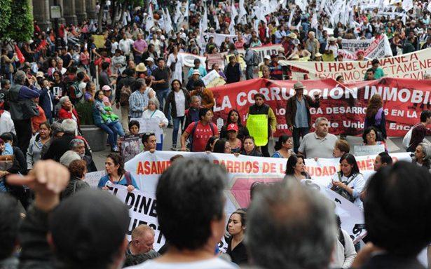 Damnificados por sismo exigen apoyo con marcha; llegan al Zócalo