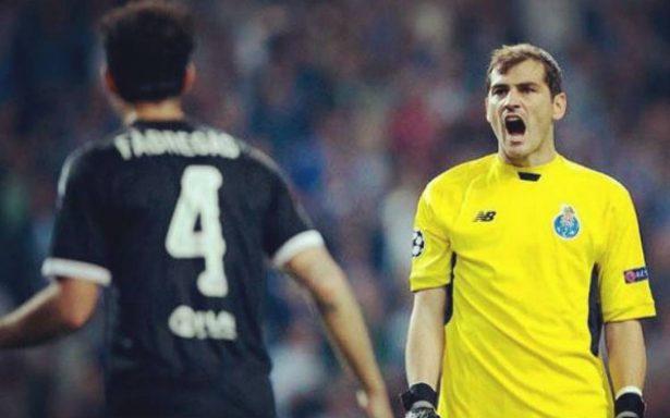 Casillas cumple 100 partidos con el Oporto reconvertido en portero suplente