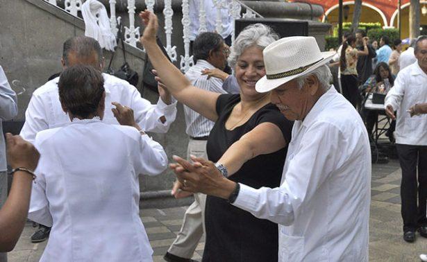 Invitan a bailar danzón en Puebla