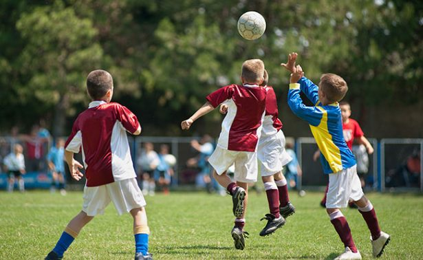 Piden a FMF y FIFA dejar de emplear a niños en publicidad dañina