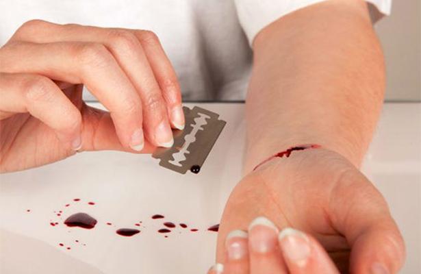 Cutting, la nueva moda que lleva a jóvenes a cortarse la piel