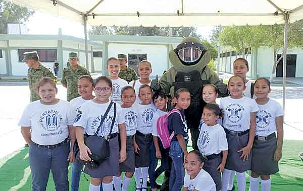 Gran respuesta se obtuvo por parte de la ciudadanía de Torreón para tomar parte en el Paseo Dominical que organizó este domingo la SEDENA