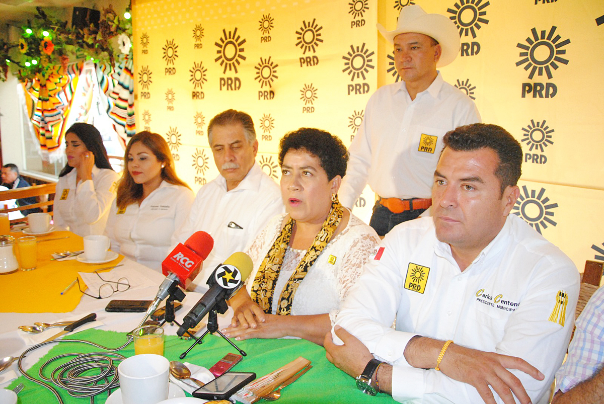 López Obrador da ultimátum al PRD y MC para unirse a Morena